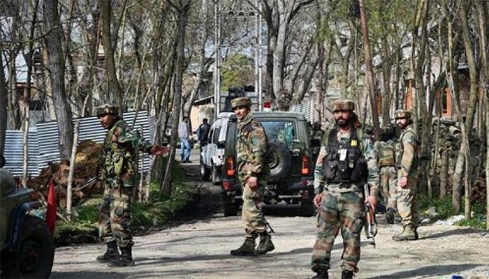 कश्मीर में सेना के काफिले पर आतंकी हमला, दो जवान घायल