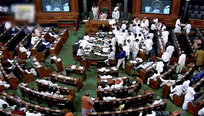 राहुल गांधी पर गुजरात में हमले पर लोस में कांग्रेस का हंगामा; राजनाथ ने कांग्रेस उपाध्यक्ष को लिया आड़े हाथ
