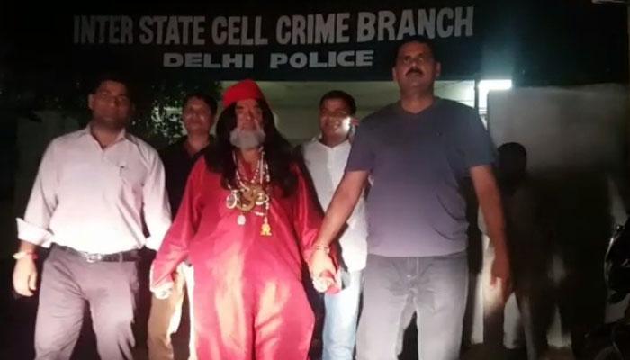 स्वामी ओम गिरफ्तार, भाई ने लगाया साइकिलें और दस्तावेज चुराने का आरोप