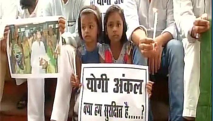 गोरखपुर हादसा: बीआरडी मेडिकल कॉलेज के प्रिसिंपल सस्पेंड, डैमेज कंट्रोल में जुटी उप्र सरकार