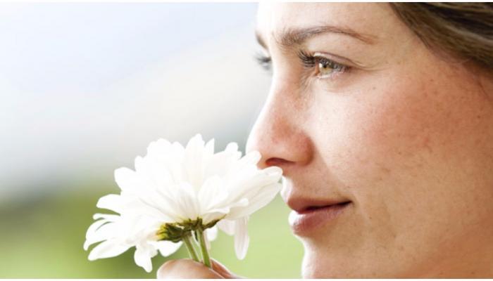 सूंघने की क्षमता में कमी हो सकता है अल्जाइमर का खतरा