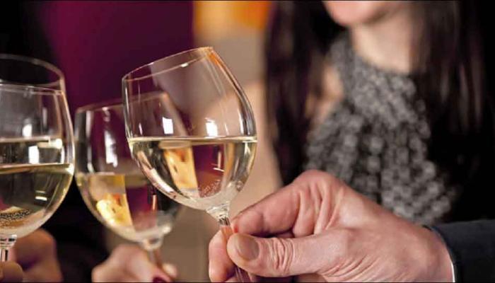 एयरपोर्ट में शराब की बिक्री रोकने की याचिका पर हाईकोर्ट ने किया सुनवाई से इनकार