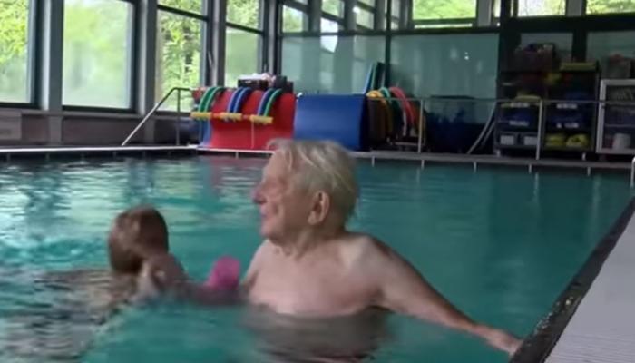 63 साल में रिटायर हुए तब कोचिंग शुरू की, 37 साल से सिखा रहे हैं तैराकी