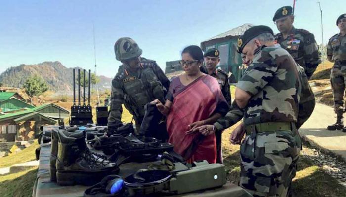 रक्षा मंत्री निर्मला सीतारमण का कुपवाड़ा में LoC दौरा, सीमाई सुरक्षा का लिया जायजा