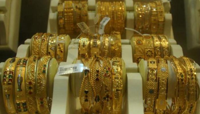 सोना 225 रुपये गिरा, चांदी की चमक भी घटी