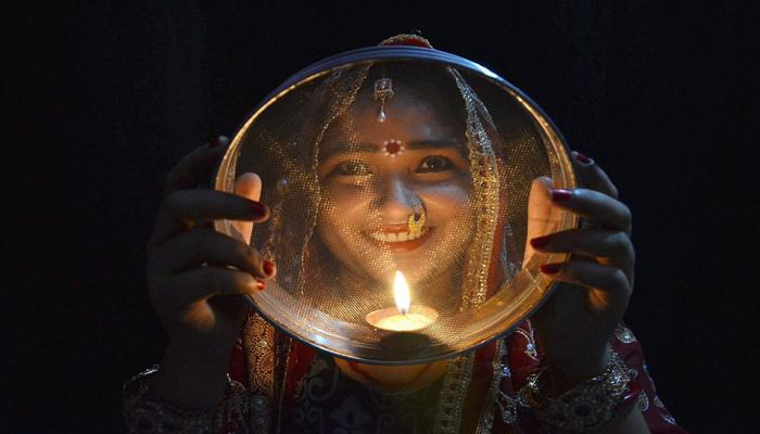 करवा चौथ 2017: निखार हो ऐसा कि निगाहें थम जाएं