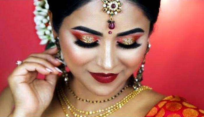 करवा चौथ 2017: ये ब्यूटी टिप्स बनाएंगे आपको खूबसूरत, पति नहीं हटा पाएंगे चेहरे से नजर