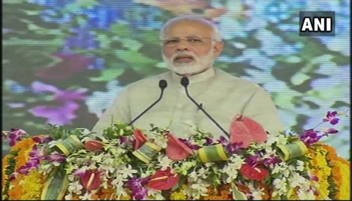 राजकोट : PM ने ग्रीनफील्ड एयरपोर्ट का शिलान्यास किया- कहा, विकास से ही भविष्य बदलता है
