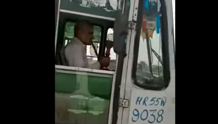 हुक्का पीकर बस चलाने वाले ड्राईवर को हरियाणा रोडवेज ने किया बर्खास्त