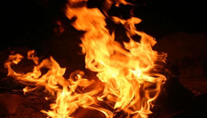 यूपीः मंदिर में दीपक जलाने गये किशोर को जिंदा जलाया