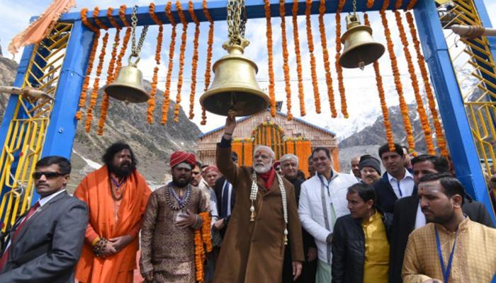 पीएम नरेंद्र मोदी केदारनाथ पहुंचे, 700 करोड़ की योजनाओं की नींव रखेंगे