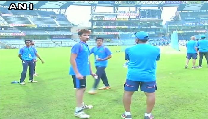 PICS : टीम इंडिया के बल्लेबाजों के सामने अर्जुन तेंदुलकर ने दी 'परीक्षा'