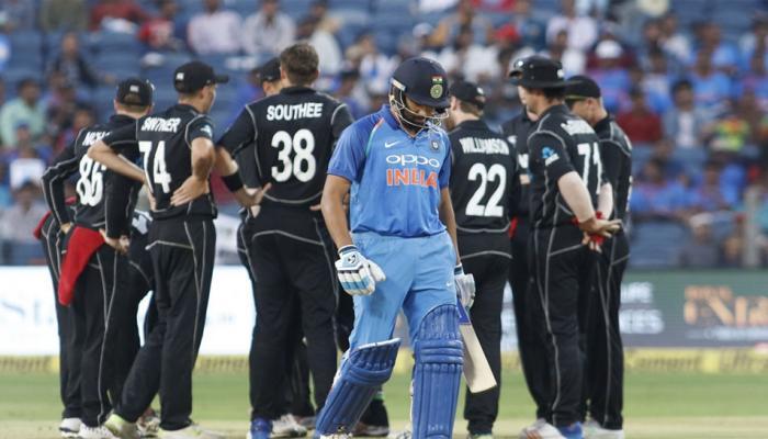 रोहित शर्मा की टीम से खेलता है यह गेंदबाज, मौका मिलते ही कर देता उनका 'शिकार'