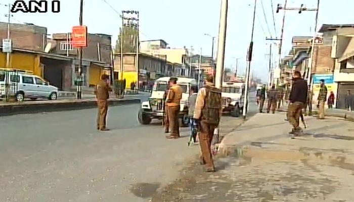 जम्मू-कश्मीर: अनंतनाग में सुरक्षा बलों के वाहन पर आतंकी हमला, CRPF के 5 जवान घायल