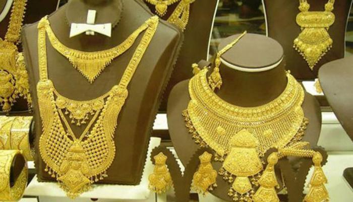 शेयरों में तेजी से सोने की कीमत घटकर 30250 रुपये/10 ग्राम, चांदी 40000 के पार