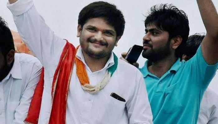 गुजरात चुनाव: हार्दिक पटेल के आगे झुकी कांग्रेस, 8 समर्थकों को देगी टिकट