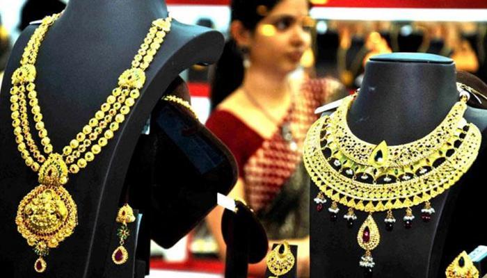 शादी के मौसम ने बढ़ाई सोने की चमक, चांदी में 5 रुपए की गिरावट
