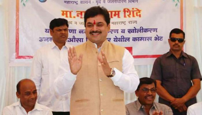 महाराष्ट्र: सड़क किनारे टॉयलेट करते पकड़े गए जल संरक्षण मंत्री राम शिंदे