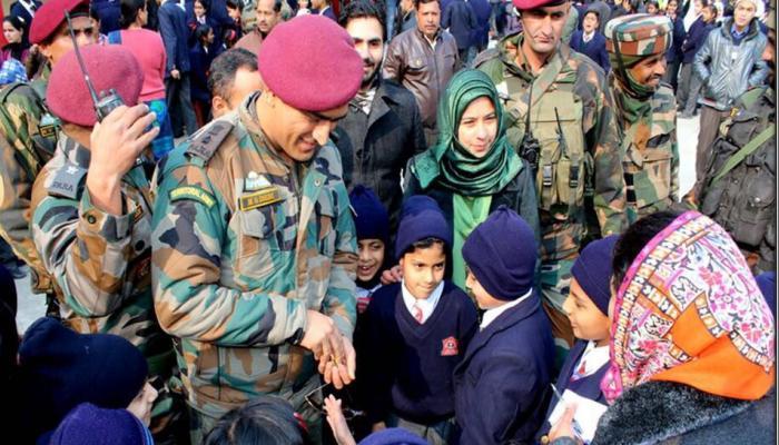 PICS : धोनी लेफ्टिनेंट कर्नल की भूमिका में आते ही कश्मीर में पहुंचे मोर्चे पर