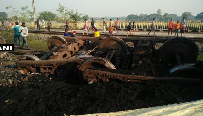 ओडिशा: पटरी से उतर गए मालगाड़ी के 14 डिब्बे