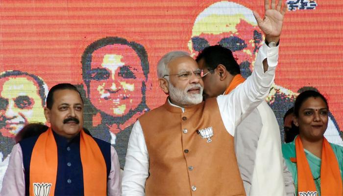 गुजरात चुनाव: हाफिज सईद, सर्जिकल स्ट्राइक पर रुख को लेकर मोदी ने राहुल पर साधा निशाना
