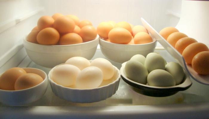क्या आप भी खाते हैं फ्रिज में रखे हुए अंडे, हो सकता है यह नुकसान