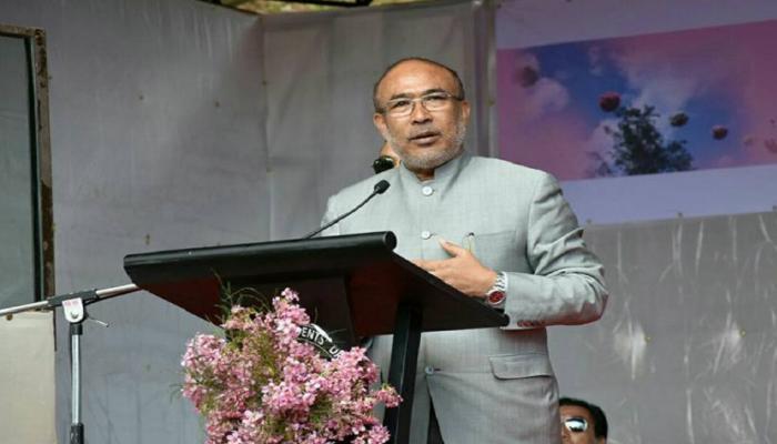 मणिपुर के मुख्यमंत्री एन बीरेन सिंह ने पेश की मिसाल, गर्भवती के लिए छोड़ा VVIP लाउंज
