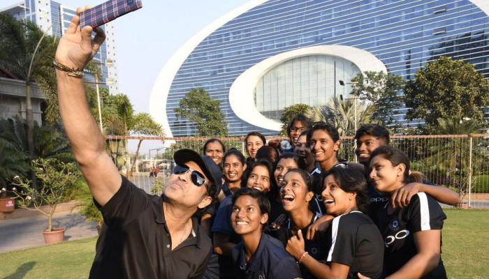 Sachin Tendulkar Meets to Indian Women's Team Ahead of South Africa Tour