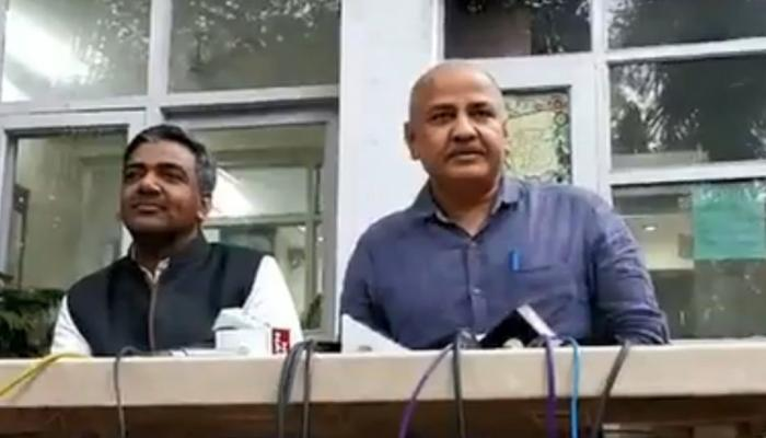 दिल्ली : राशन के लिए जरूरी नहीं होगा Aadhaar, बाइक पर मिलेगी एंबुलेंस सेवा