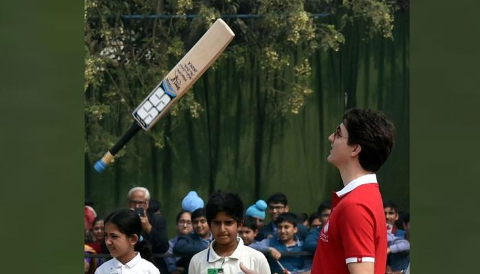 Canada PM Justin Trudeau plays cricket with Kapil Dev, Mohammad Azharuddin