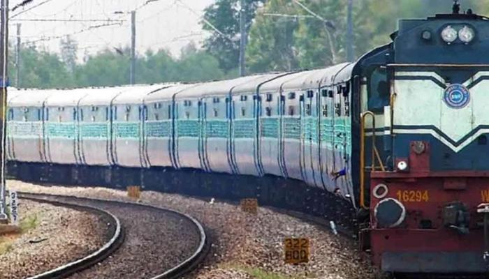 Image result for ट्रेन आने से चंद मिनट पहले रेलवे ट्रैक