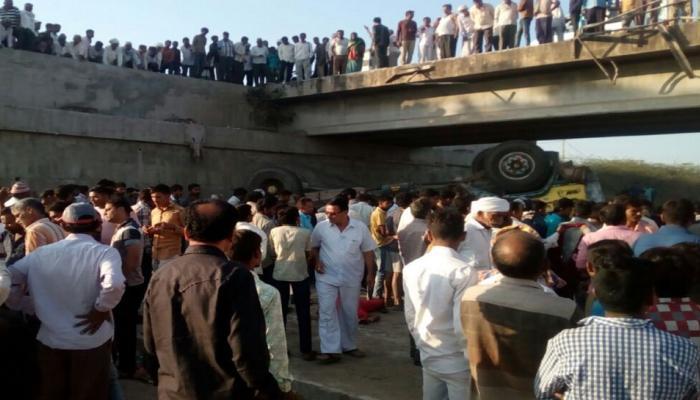 गुजरात : भावनगर में नाले में गिरा ट्रक, करीब 26 मजदूरों की मौत