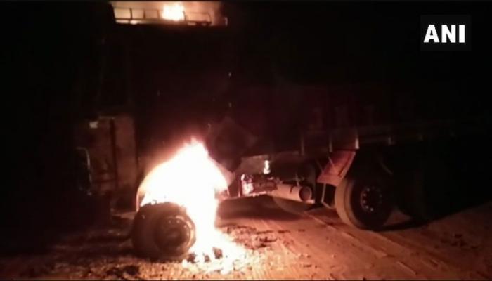 छत्तीसगढ़ में नक्सलियों ने दो बसों में आग लगाई, एक व्यक्ति की हत्या की