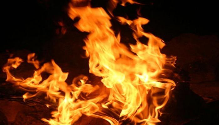 बिहार: औरंगाबाद में आग लगने से 22 घर जलकर खाक, एक ही परिवार के 3 सदस्यों की जलकर मौत