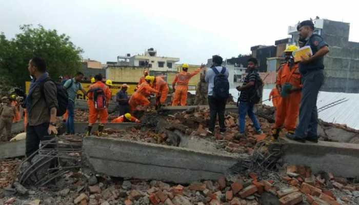 see the photos of building collapse in ghaziabad