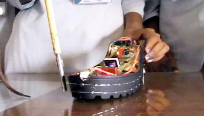 मध्य प्रदेश की बेटी ने मजनुओं को करंट देने वाला जूता बनाया, मनचलों की अब खैर नहीं