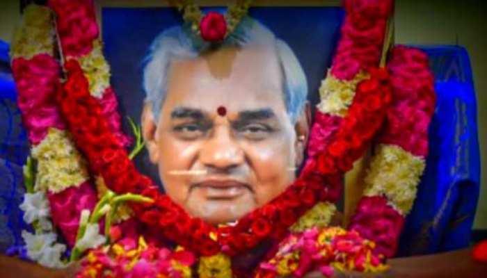 MP: मोक्षदायिनी शिप्रा में विसर्जित हुईं अटल बिहारी वाजपेयी की अस्थियां
