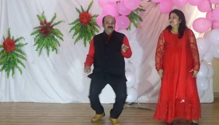 Video: सोशल मीडिया पर फिर छाए डब्बू अंकल, इस बार मिथुन के गाने पर किया डांस