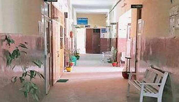 सिर्फ 2 डॉक्टरों के भरोसे चल रहा सवा दो लाख की आबादी वाले क्षेत्र का यह अस्पताल
