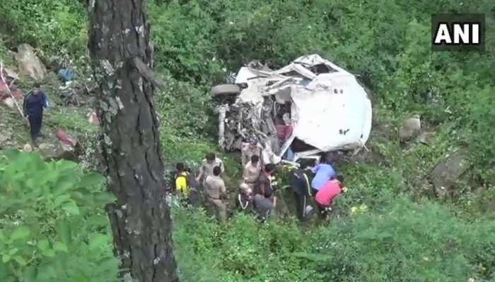 उत्तराखंड : गंगोत्री के पास खाई में गिरा टेम्पो ट्रैवलर, 13 लोगों की मौत