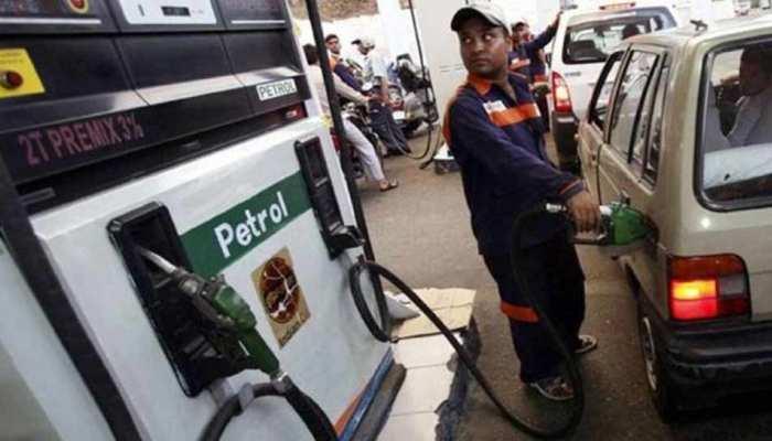 यूपी: पेट्रोल और डीजल की कीमतों ने बिगाड़ा लोगों का बजट, 80 के पार पहुंचे दाम