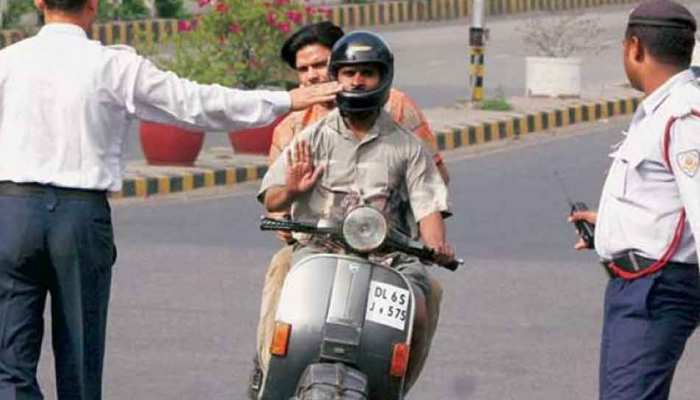 Delhi traffic police get challan behalf on complain on Social sites