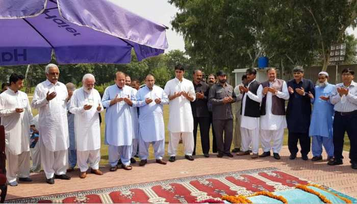 Lahore: The funeral prayers of former first lady Begum Kulsoom Nawaz has been held at the Sharif Medical City.