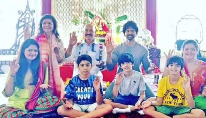 VIDEO: ऋतिक ने 'श्री गणेशा' आरती से किया बप्पा का स्वागत, कहा- 44 सालों की है परंपरा