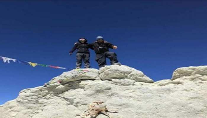 एशिया के सबसे ऊंचे ज्वालामुखी पर्वत पर सत्यरूप ने फहराया तिरंगा