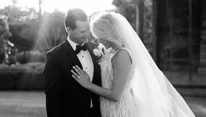 PICS: इंटरनेशनल क्रिकेट से दूर चल रहे स्टीव स्मिथ ने अपनी गर्लफ्रैंड से रचाई शादी