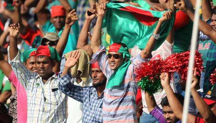 Asia Cup 2018: श्रीलंका को हराने के बाद बांग्लादेशी फैंस ने स्टेडियम में चलाया स्वच्छता अभियान