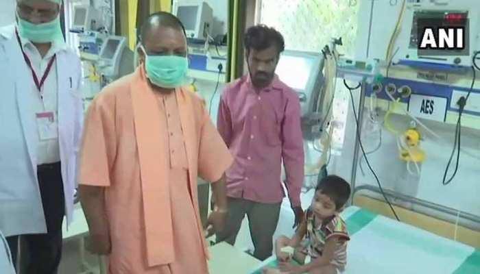 पीएम मोदी के जन्मदिन पर सीएम योगी ने गोरखपुर में किया अस्पतालों का दौरा