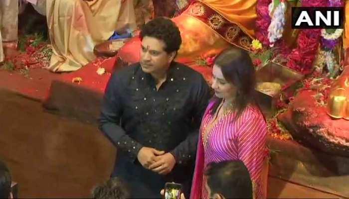 Sachin Tendulkar and his wife Anjali Tendulkar offer prayers at Lalbaugcha Raja