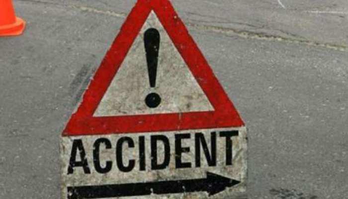 जयपुर: पुलिया तोड़ डकाव में गिरी मैक्स, तीन लोगों की मौत